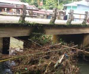 Material Sampah Kerap Hambat Aliran Sungai di Tangan-tangan Abdya