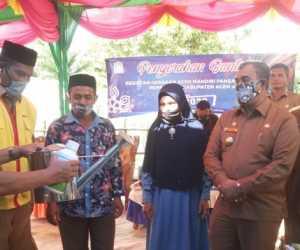 Pemkab Aceh Jaya Kembali Serahkan Bantuan Pogram Gampang