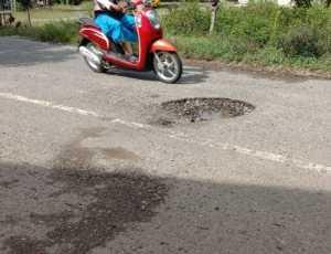 Jalan Menuju Panton Bili Silolo Aceh Selatan Dalam Kondisi Rusak