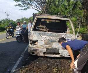 Mobil L-300 Tinggal Rangka Setelah Terbakar di Nagan Raya