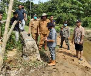 Warga Gampong Sapek, Aceh Jaya Keluhkan Jalan Rusak dan Saluran Irigasi