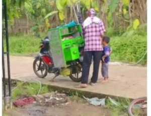 Tidak Ada Uang, Seorang Anak Bengong Melihat Temannya Janjan, Respon San Ibu Bikin Sedih