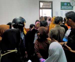 Pembagian Uang Megang di Kantor Bupati Pijay Tidak Rata, Ratusan Masyarakat Kecewa