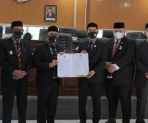 Didepan Anggota DPRK, Bupati Aceh Jaya Sampaikan LKPJ dan Capaian Tahun 2020