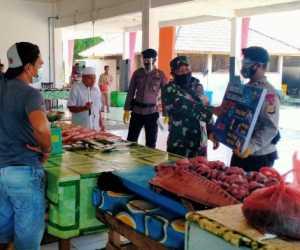 Bersama Brimob Berpakaian Lengkap, Personil Kodim Sambangi Pasar
