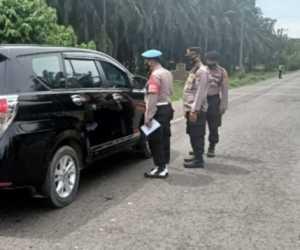 Polres Aceh Tamiang Sosialisasi Aturan Larang Mudik Lebaran di Perbatasan Sumut - Aceh