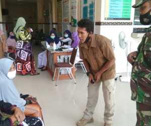 Personil Kodim Abdya Dampingi Vaksinasi Purnawirawan dan Warakawuri