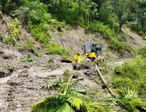 Sempat Ditutupi Longsor Jalan Lintas di Desa Uyem, Gayo Lues Bisa Dilalui Kembali