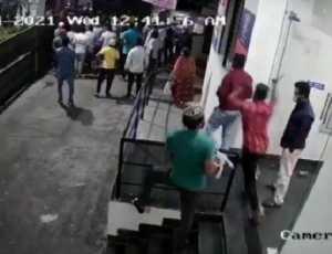 Imam dan Jamaah Diserang Saat Shalat Magrib oleh Sekelompok Pria Tak Dikenal