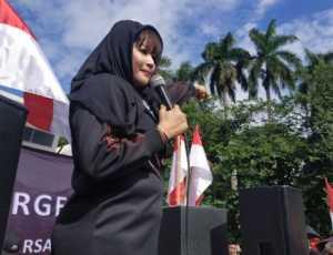 Sering Berseteru dengan Ulama, Akun Twitter Dewi Tanjung Tetiba Hilang