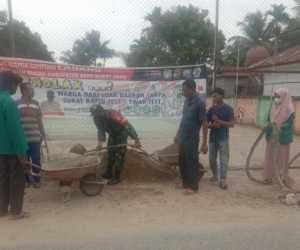 Tingkatkan Sinergitas, TNI Gelar Jumat Bersih Bersama Masyarakat di Abdya