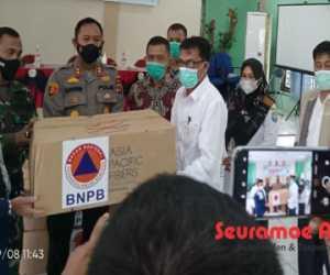 BNPB Melalui BPBK Abdya Serahkan Ribuan Masker Kepada Para Camat