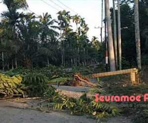 Tak Kunjung Diaspal, Warga Empat Desa di Nagan Raya Blokir Jalan