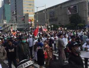Semakin Sore, Demonstran Depan Bawaslu Kian Padat