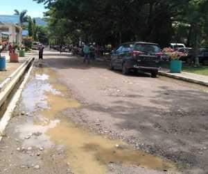 Jalan Komplek RSUTP Abdya Kondisinya Memprihatinkan