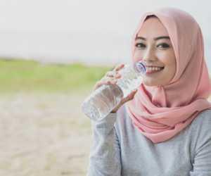 Pola Minum 2-4-2 Bisa Cegah Dehidrasi Saat Sedang Berpuasa