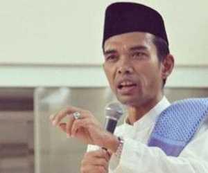 Hukum Merayakan Tahun Baru Masehi, Begini Jawaban Ustadz Abdul Somad