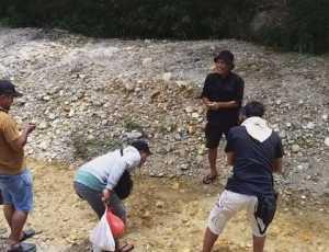 Berlibur Sambil Berburu Giok di Sungai Sigersing Sultan Daulat