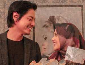 Jelang Pernikahan, Cut Unggah Foto Roger Danuarta Berbusana Pengantin Aceh