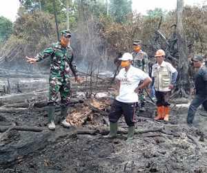 Dua Hari Berjibaku Dengan Api,Personil Kodim 0116 Berhasil Padamkan Kebakaran Lahan