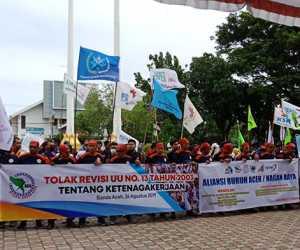 Tolak Revisi UU Ketenagakerjaan Massa, Buruh Se Aceh Gelar Unjuk Rasa di DPRA