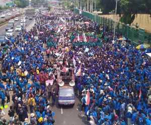 Pecah..! Dari Barat Hingga Timur, Mahasiswa Turun ke Jalan Gelar Unjuk Rasa