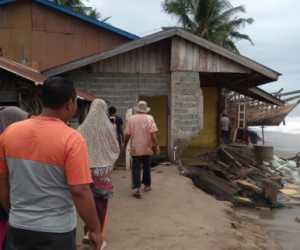 Dihantam Ombak Besar, 14 Rumah Warga di Abdya Rusak