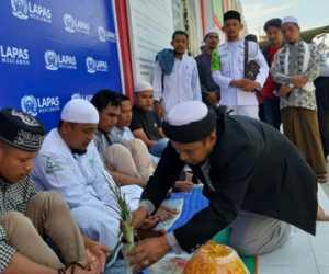 Keluar Dari Lapas, Lima Anggota FPI di Peusijuk Dikediaman Abu Nagan