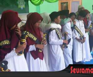 53 Siswa Penghafal Al Quran SMP-IT Nurul Akhwan di Wisuda