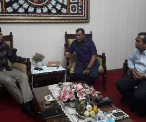 T Irfan TB Serahkan Dokumen KEK dan KIT Ke Plt Gubernur Aceh