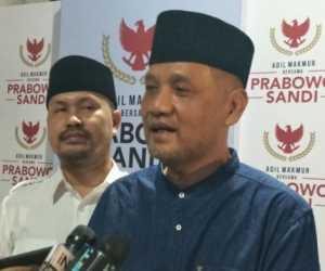 Prabowo Sholat Menghadap Kiblat Bukan Camera