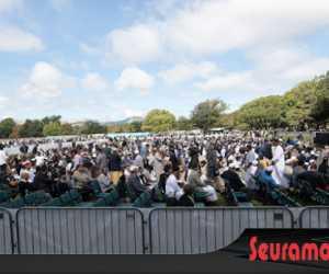 Paska Teror, Umat Islam Shalat Jumat di Taman