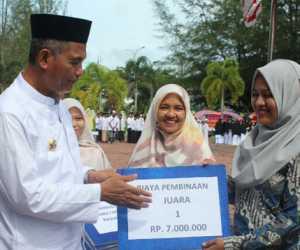 Bupati Beri Bonus Kepada Kafilah Peraih Juara MTQ Provinsi Aceh