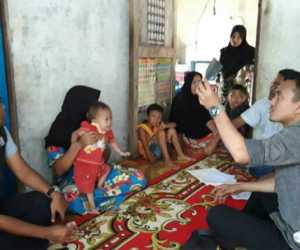 Ketua DPRK Nagan Raya Kunjungi Balita Penderita Jantung Bocor