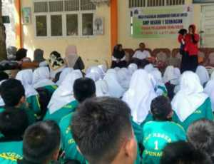 Mendongeng Warnai Kegiatan MPLS di SMPN 1 Seunagan Nagan Raya