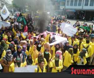 Aksi Mahasiswa Tolak PT EMM Berlanjut