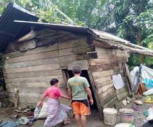 Satu Rumah Warga di Nagan Raya Rusak Tertimpa Pohon
