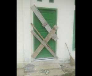 Tolak Penetapan Pj Keuchik, Kantor Desa Seunaloh Disegel Warga