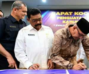 Sekdakab Nagan Raya Lepas Keberangkatan 35 Calon Jemaah Haji