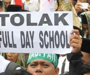 Bukan Hanya Orang Tua Siswa, Guru Juga Menolak Full Day School