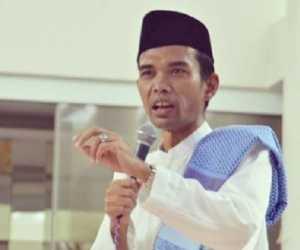 Melayat Ketempat Ibunda UAS, Gubernur Riau Tunda Pelantikan Bupati Siak