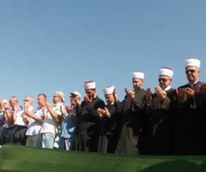 Puluhan Umat Islam Korban Pembantaian Dimakamkan