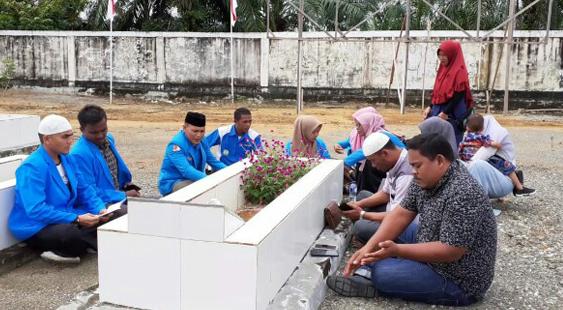 Jelang 10 November, Pengurus KNPI Doa Bersama di Makam Pahlawan