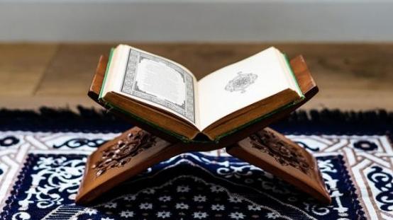 Inilah Tiga Perbedaan Bahasa Al-Qur'an dengan Bahasa Arab