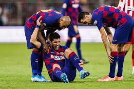 Mengalami Cedera Lutut, Luis Suarez Terancam Absen 4 Bulan Bersama Barcelona