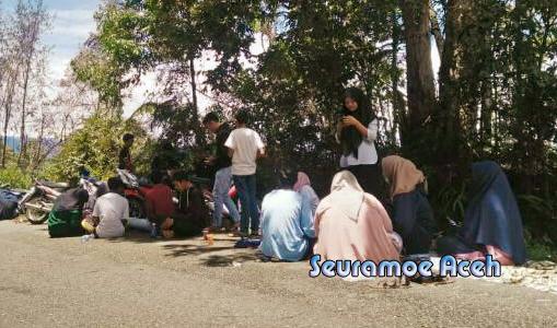 Forum Pemuda Aceh Prihatin Mahasiswa Nagan Raya Kuliah di Jalan