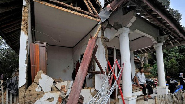 Angin Puting Beliung Rusak Masjid dan Puluhan Rumah Warga