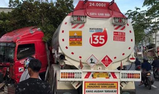 Penyapu Jalan Meninggal Dalam Kecelakaan Truk Pengangkut BBM