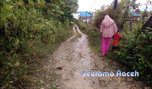 Jalan di Desa Sambay Rusak Parah, Warga Minta Perhatian Pemkab Simeulue