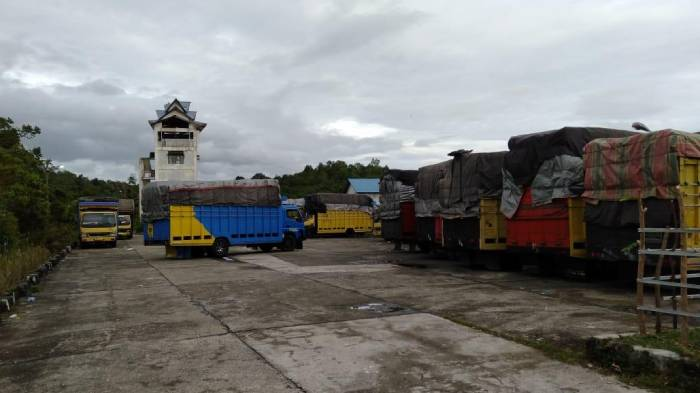 Cuaca Buruk, Puluhan Truck Menumpuk Di Terminal Calang, Supir Malah Kebingungan